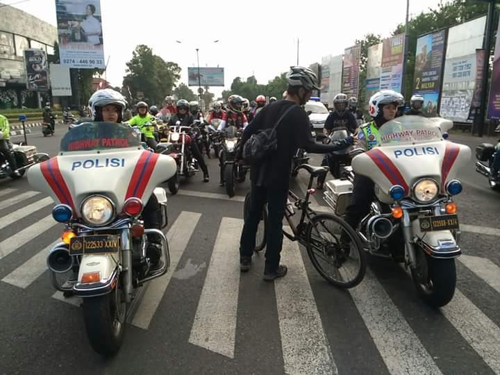 Elanto Wijoyono.. Penunggang Sepeda Pemberani Cegat Rombongan Moge