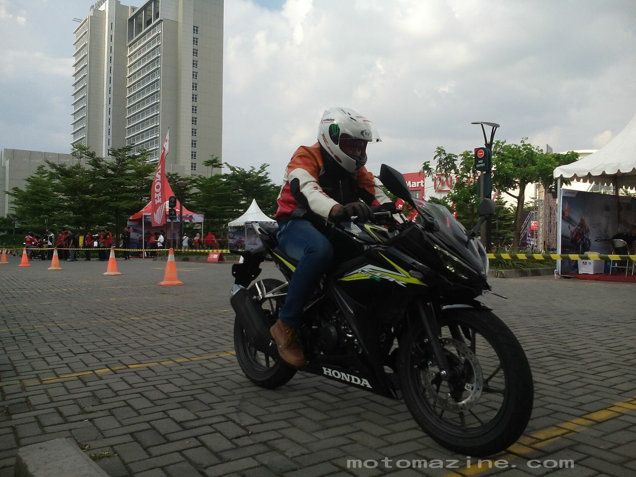 First Ride Impression All New Honda CBR150R di sirkuit dadakan The Park Solo Mall