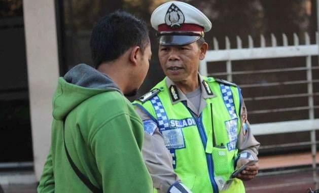 Bripka Seladi, Polisi yang Nyambi jadi Pemulung ini Menuai banyak Pujian
