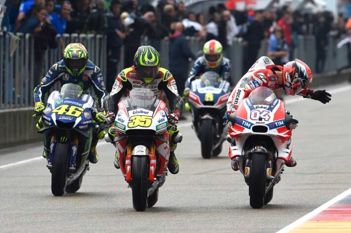 Haruskah Rider MotoGP Memakai Radio? Berikut Opini Mereka