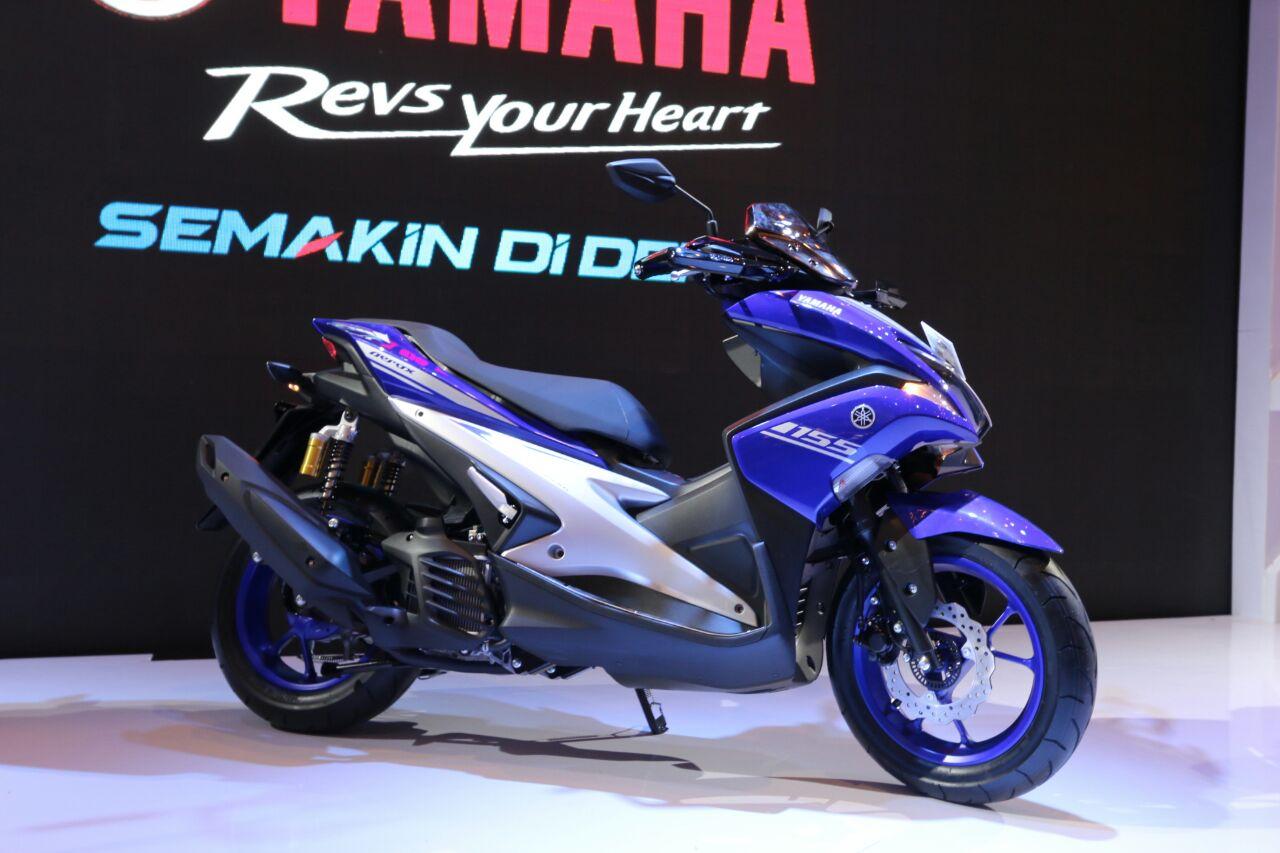 Namanya Yamaha Aerox155VVA. Tersedia dalam 3 Tipe dan berikut Pilihan Warna dan Spesifikasi Lengkapnya