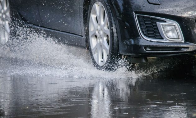 Ngebut saat Hujan? AWAS! Aquaplaning Menanti