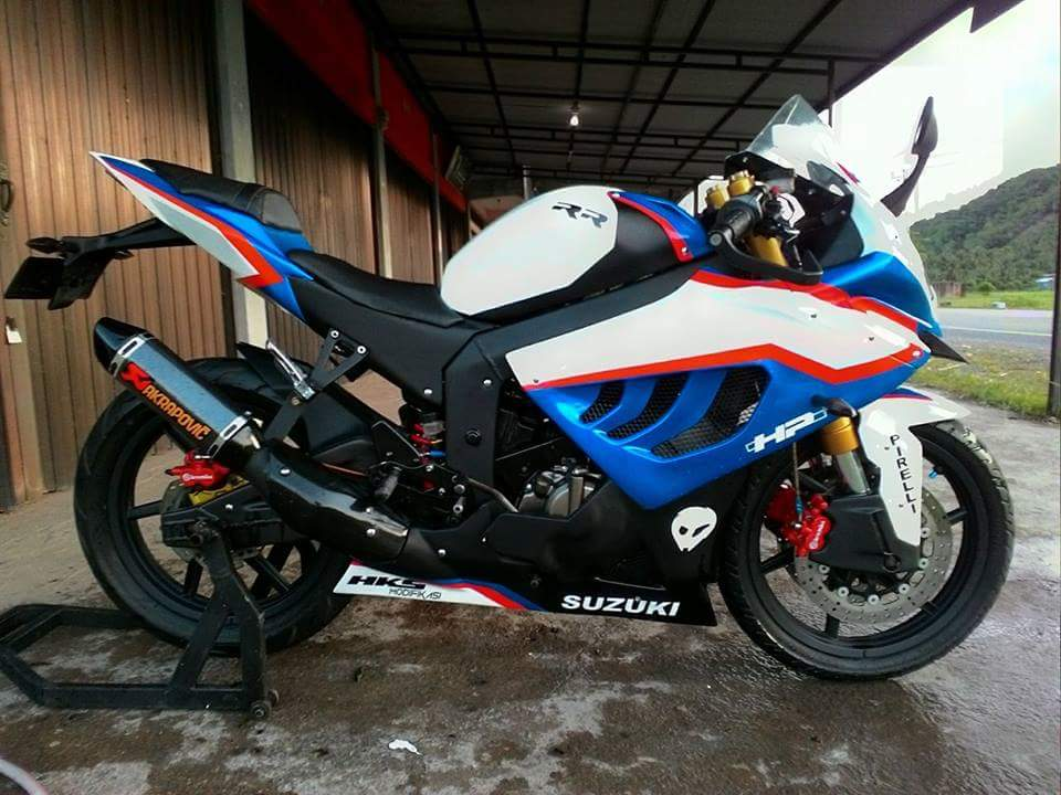 Modifikasi Suzuki Satria RU120 Jadi BMW S1000RR. What a Nice Job..!!!