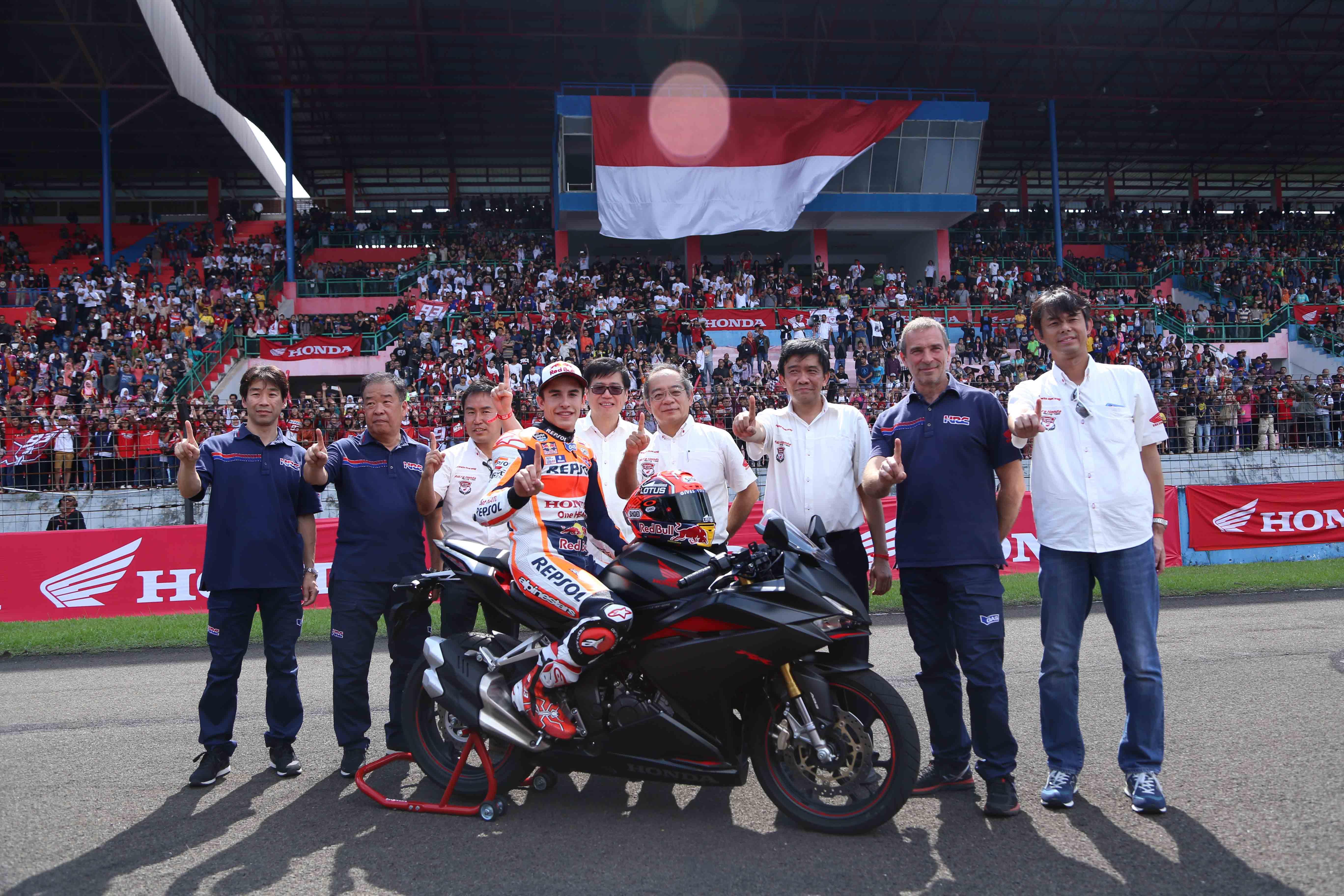 Marc Marquez Rayakan Titel Juara Dunia MotoGP 2016 Bersama Ribuan Fans di Sentul. Sekaligus ajang Geber Honda CBR250RR