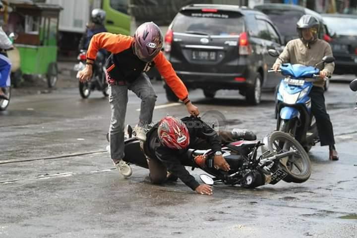 Musim Hujan Tiba, Rel INKA Madiun Makan Banyak Korban. Hati-hati dalam Melintas